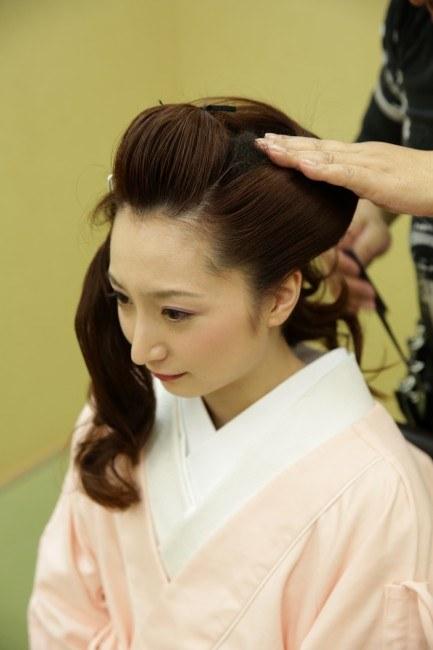 肩くらいの髪を日本髪にします