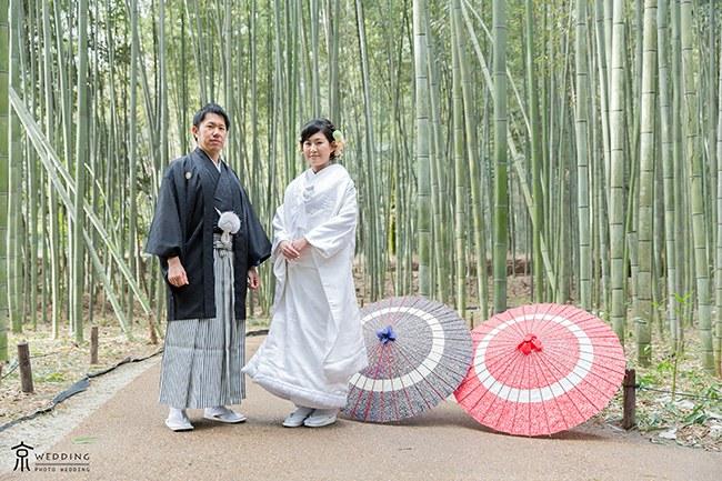 嵯峨野の竹林と和傘