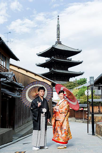 八坂の塔と和傘