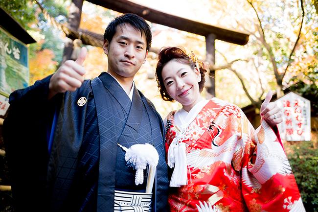 縁結びでも有名な野宮神社前で撮影