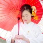 和傘の赤と白無垢による和
