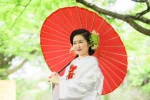 和傘の赤で京都前撮り感UP!
