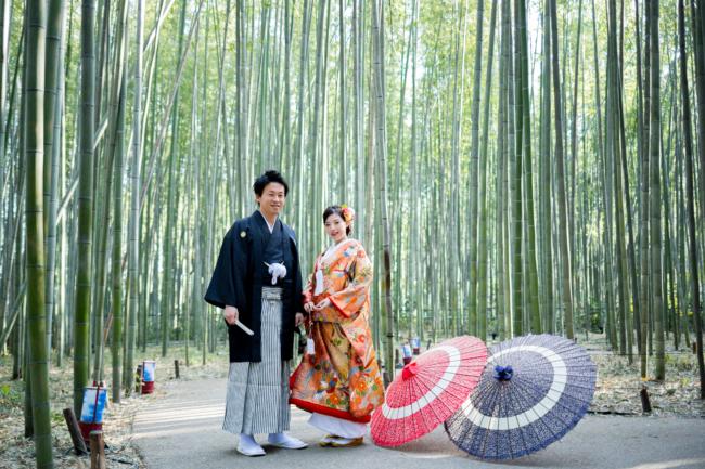 竹林は秋でも緑!嵐山は季節問わず和装前撮りが映えます♪