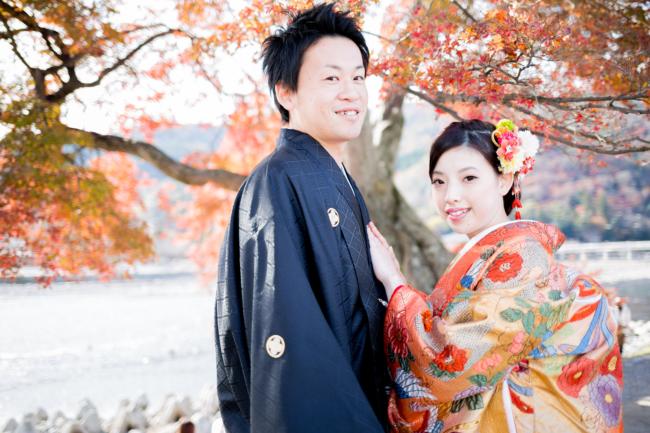 紅葉と一緒に!秋の和装前撮りの醍醐味ですよね♪