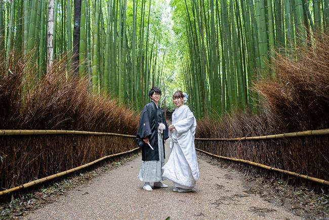 時期問わず美しい嵯峨野の竹林を白無垢姿で!